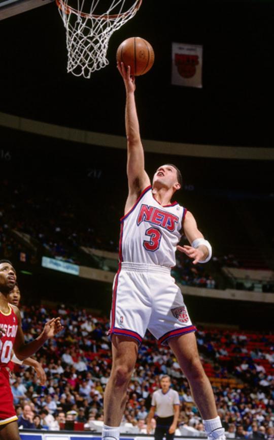 有一位NBA球员,仅打四个赛季就进了名人堂