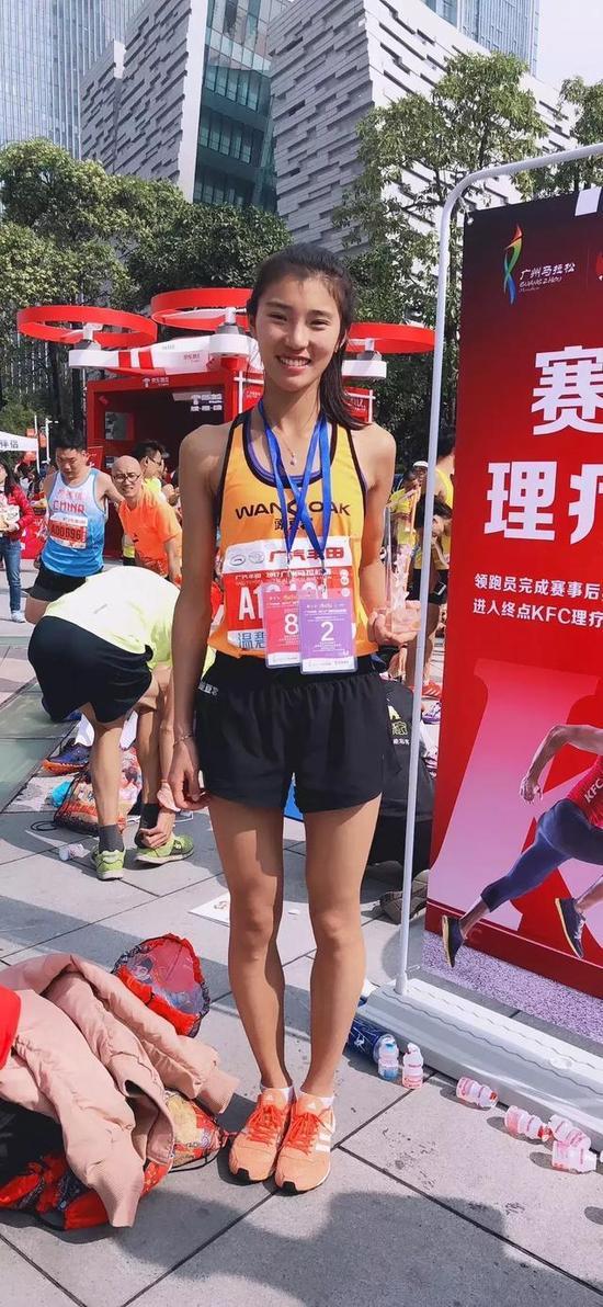 女大学生夺金鸡湖半马冠军 跑步初衷是为高考加分