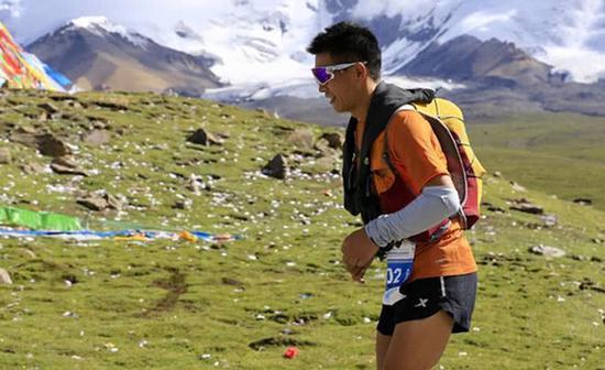 """白斌在西藏。几度经历生死磨难,""""跑步救了他"""""""