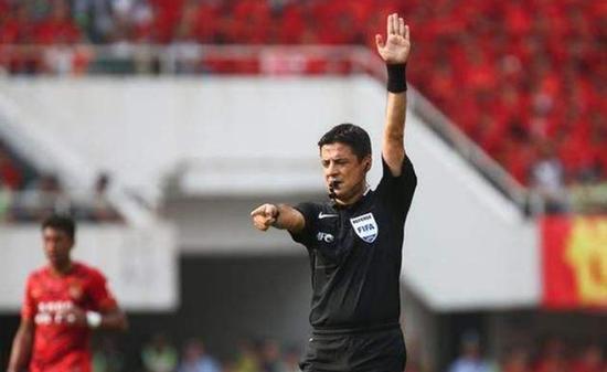 法哈尼是目前亚足联主裁判第2号人物。