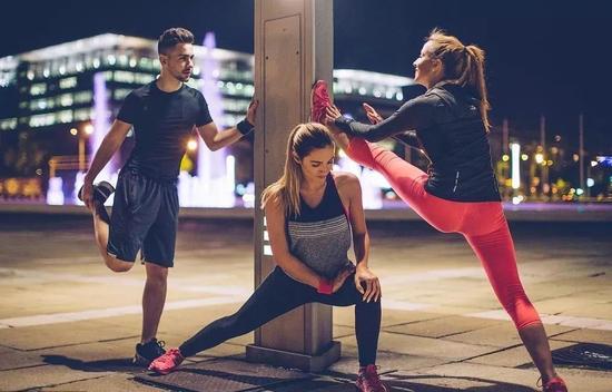 习惯夜跑训练 早上的马拉松比赛不适应怎么办 ?