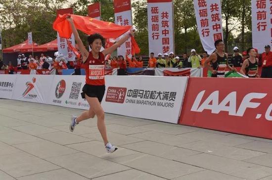 ▲2017广州马拉松赛中国籍女子组冠军李丹