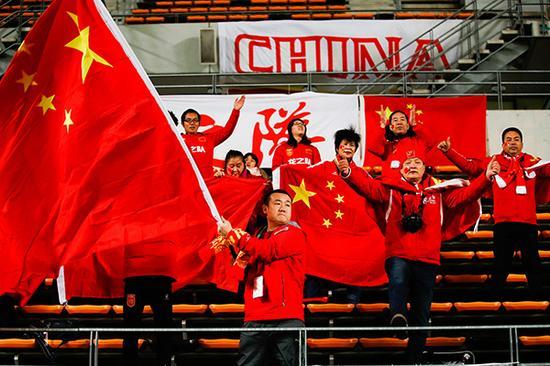中国球迷为女足姑娘加油助威。视觉中国 资料