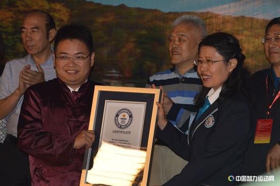 4,奇迹!蒋川成功挑战盲棋1对26吉尼斯世界纪录