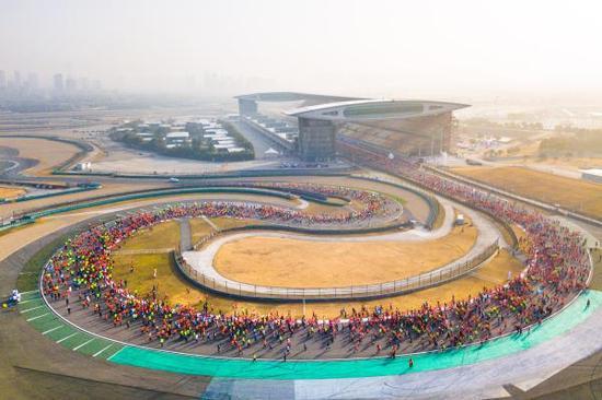 上海赛车场也成了迎新健身活动的场地之一。