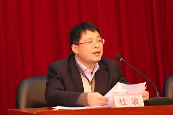 广西福利彩票发行中心主任杜波作工作报告