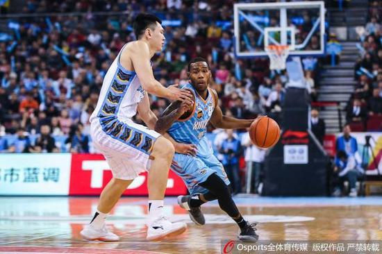 李根:北京打出教科书般团队篮球 这是一次教训