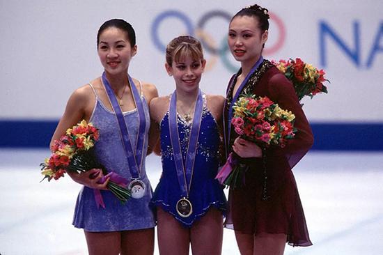 """长野冬奥会上,以《梁祝》为配乐的陈露再次夺取铜牌,""""冰上蝴蝶""""蜚声国际。"""