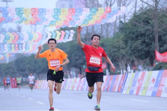 选手奔跑中 摄影:王珩珺