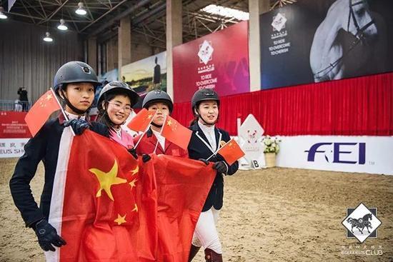 场上是战友,场下是伙伴(从左至右为中国小骑手:史知让、章锶檑、张芊圉、梁旖旎)