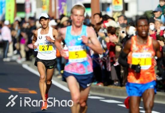 他的成绩在福冈马70年历史上排名第二,年度世界排名也高居第12位。
