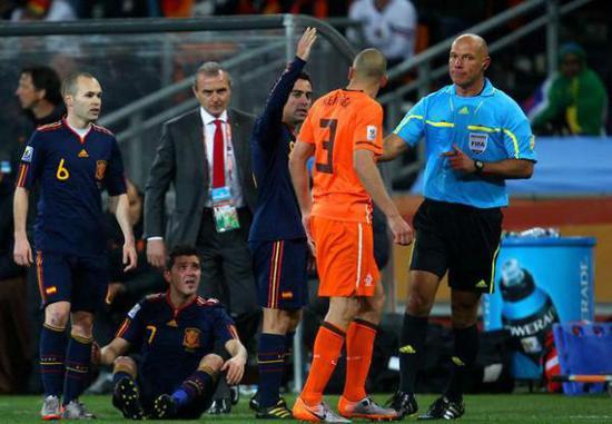 英超名哨韦伯在2010年吹罚了世界杯决赛