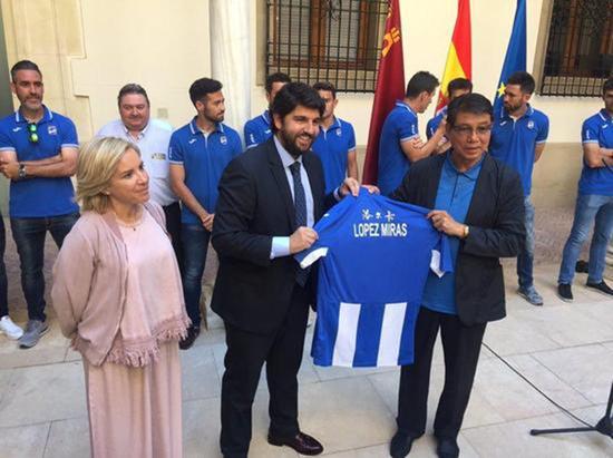 洛尔卡成为这座城市唯一的西乙A职业球队,徐根宝受到市政府人士的接见。