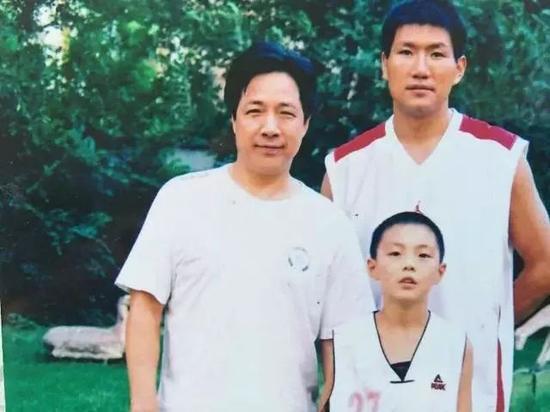 6岁爱上篮球19岁战CBA 他是新疆产的第8位国手
