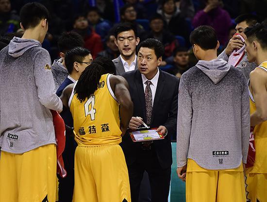 李春江和他的浙江广厦拿下了常规赛冠军。