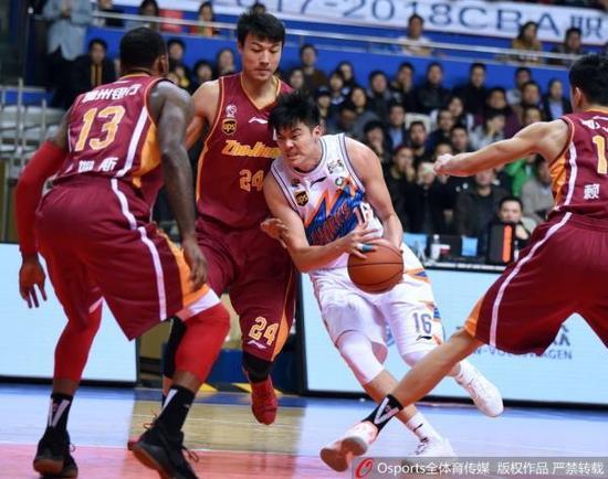 从半程冠军到开季连败 上海男篮为何突然下滑?