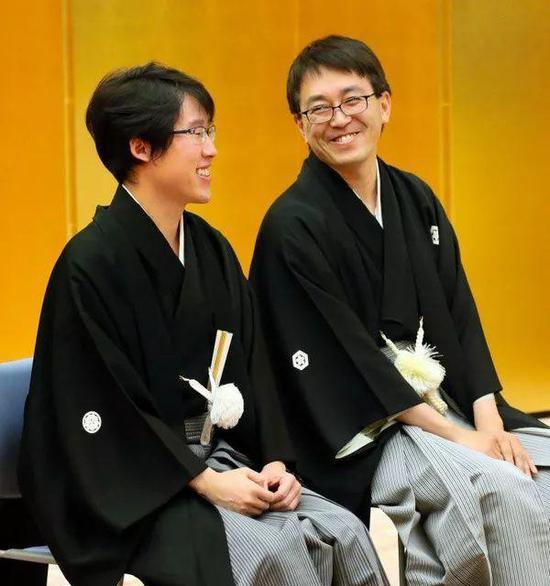 表彰仪式前的两位棋手