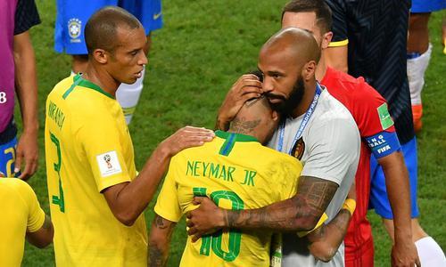 巴西时运不济 裁判左右战局