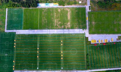 在中国,修建一块足球场有多难?