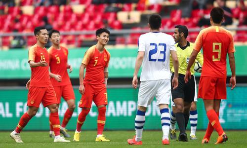 韦世豪请做到好好踢球 中国足球不需要这样的飞铲