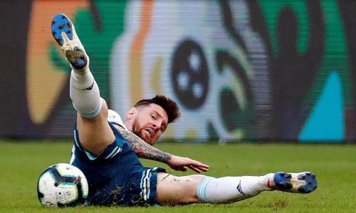 看着阿根廷足球 梅西不会快乐