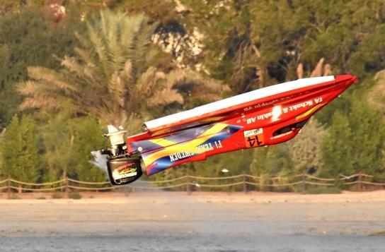 2016赛季沙迦大奖赛,瑞典队老将14号赛手安德森360度翻艇