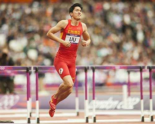 倫敦奧運會上,劉翔最終單腿蹦過了終點