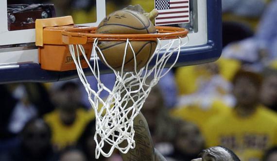 用手捏爆篮球?看到詹姆斯锡安这两张图 我信了