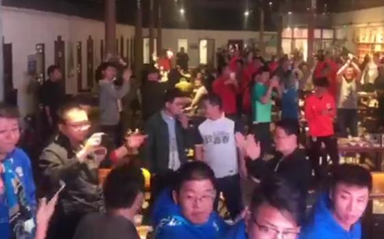连鲁大战赛后如此温情 球迷高喊口号相互鼓励