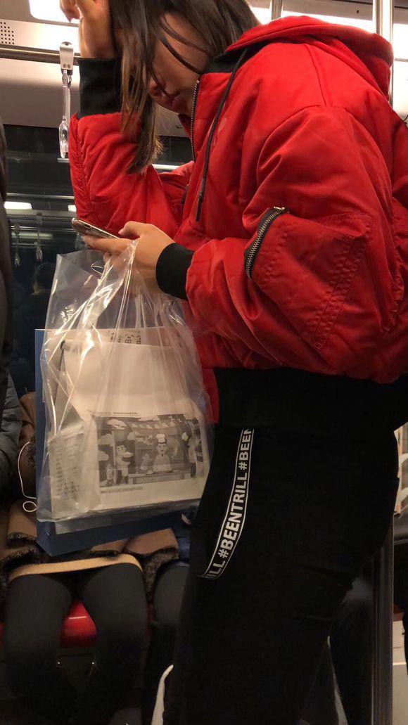 亚博:球迷地铁偶遇龚翔宇美食相伴 小宇:你吓死我了