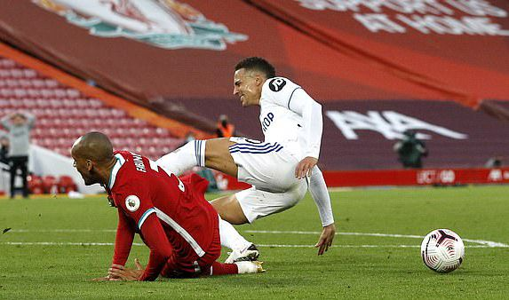 英超-萨拉赫帽子戏 利物浦3次被追平4-3胜利兹联