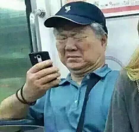 2019中国足球迷惑行为 件件如老爷爷看手机.jpg