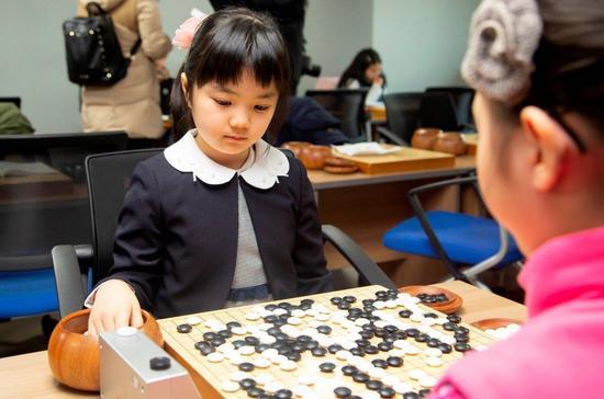 仲邑堇为何能10岁定段? 围棋和将棋制度有何不同
