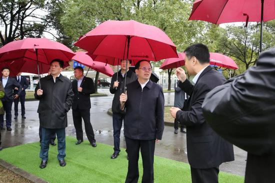 国家体育总局局长视察申花 寄语:中国足球会更好
