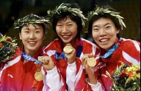 2004年中国女排在雅典奥运会上夺冠 主力队员张娜、张萍、李珊都来自天津女排