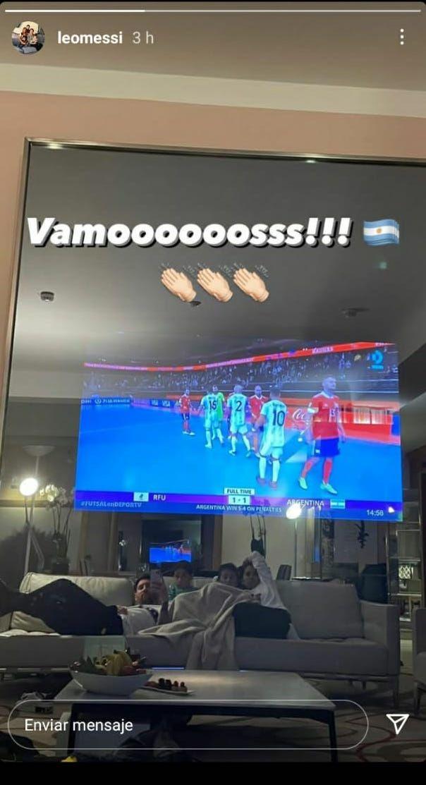 梅西全家关注室内足球世界杯  沙发上葛优躺观看直播