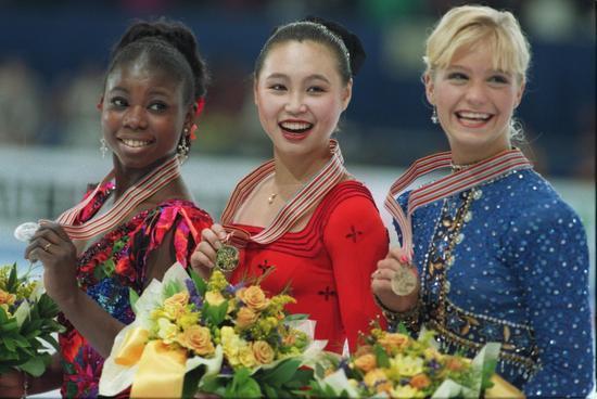 1995年花滑世锦赛女单冠军,中为陈露