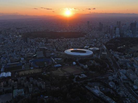 夕阳中的新国立竞技场
