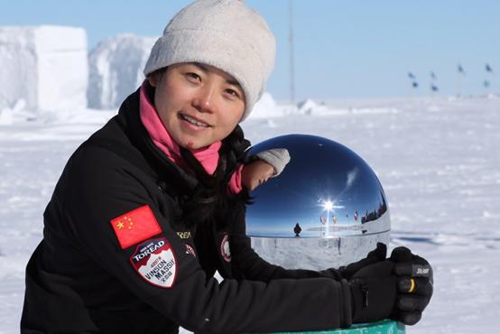 2011年1月,徒步113公里到达南极点