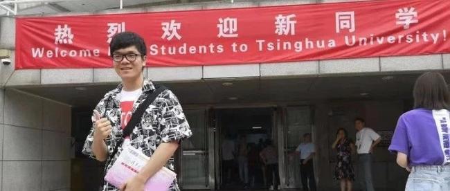 柯洁到清华大学正式报到,希望山猫的学生明年也可以去清华美院报到