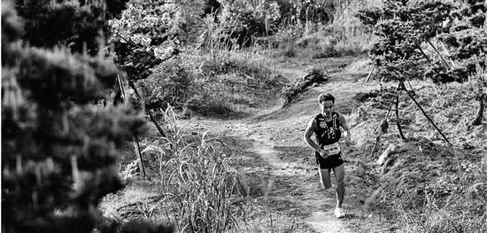 一个人的挑战赛 贵州95后破新江南百英里赛道纪录