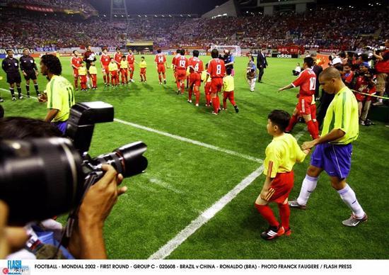 梦回2002 一个中国人怎么样才能去世界杯踢球?