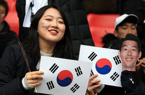 韩国球迷追捧孙兴慜