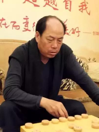 碧桂园董事局主席杨国强下象棋