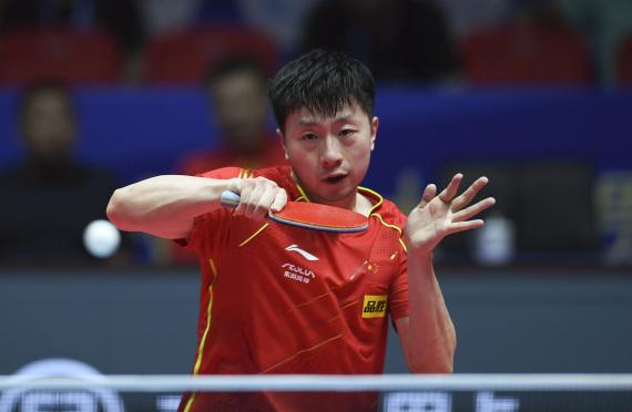 5月29日,馬龍在比賽中回球。新華社記者張浩然攝