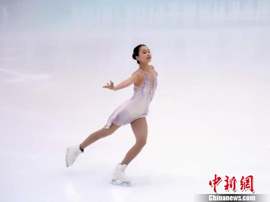 将代外中国参赛的美籍华裔幼将朱易始次参添全国锦标赛,因受脚伤困扰名列女子单人滑第四位。 王博 摄