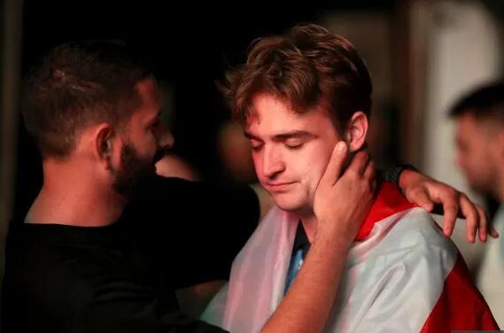 整个英格兰都在哭泣!英球迷为决赛失利痛苦不已