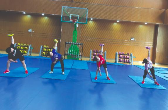 国家举重队深入推进体能训练 融入橄榄球元素