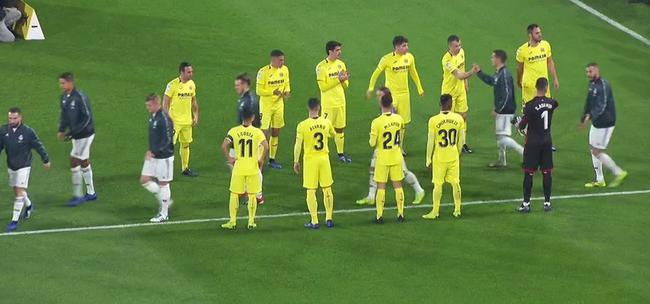 比利亚雷亚尔球员列队欢迎世俱杯冠军入场