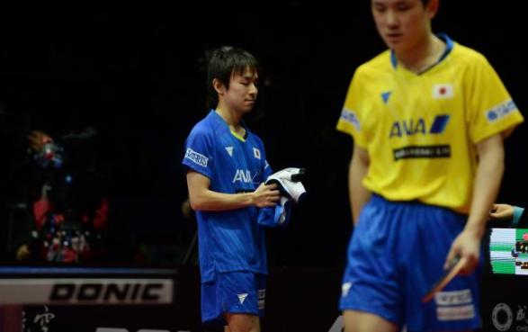 30日晚,丹羽孝希与张本智和的内战在世界杯赛场如约上演。图片来源:2019男乒世界杯组委会